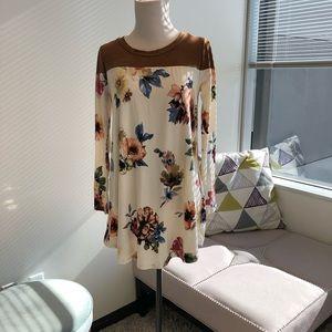 Tops - NWOT Long sleeve Floral Top